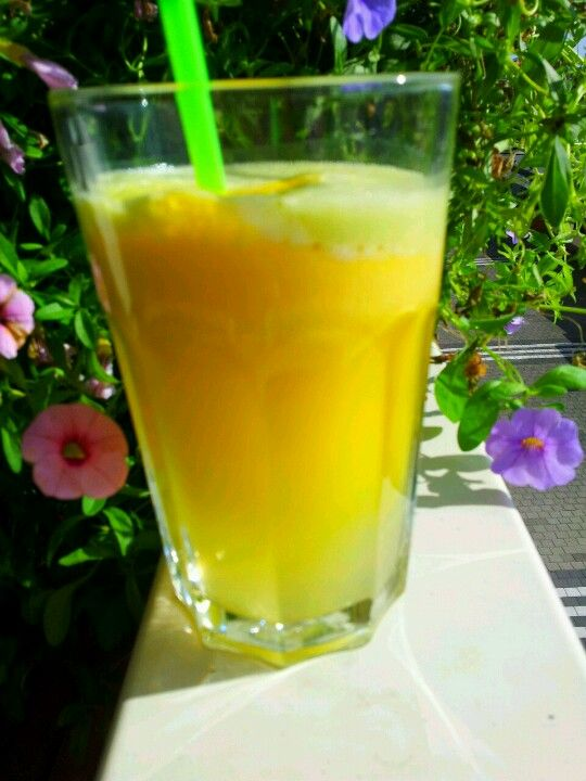 Mellow Yellow..yellow pepper, pineapple,fresh ginger and green apple