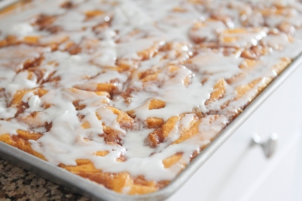 Cinnamon Roll Pumpkin Vanilla Sheet Cake | awesomeness | Pinterest