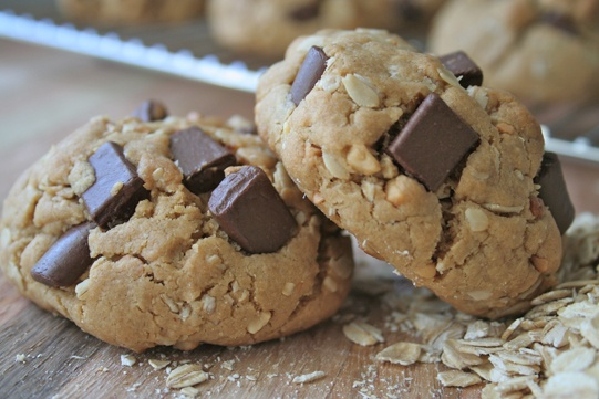 Peanut Butter Chocolate Chunk Cookies | Delicious Sweet Treats to Eat ...