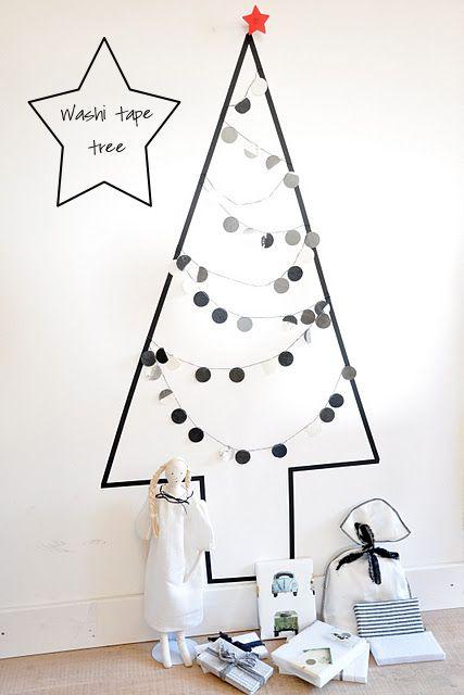マスキングテープで壁にクリスマスツリーを作る