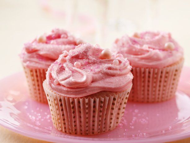 Pink Champagne Cupcakes... I want to make these this weekend!