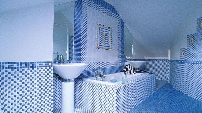 salle de bain avec mosaique photo carrelage salle bain bleu mosaique sanitaire blanc with salle. Black Bedroom Furniture Sets. Home Design Ideas