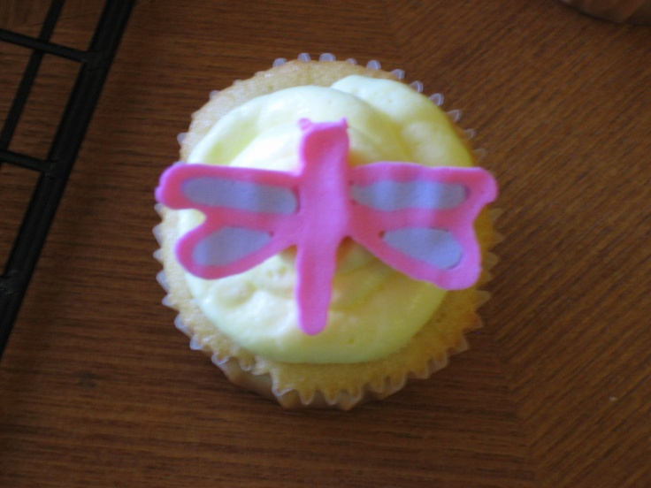 Cupcake Decorating Ideas With Royal Icing : Royal icing dragonfly on mini cupcake Decorating Ideas ...