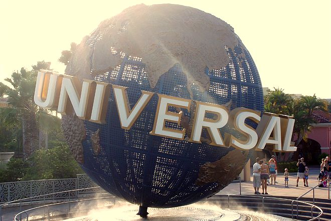 is universal studios closed on memorial day