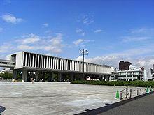 Kenzō Tange (丹下健三 Tange Kenzō?) (* Sakai 4 de septiembre de 1913 - †Tokio, 22 de marzo de 2005) fue un arquitecto y urbanista japonés.