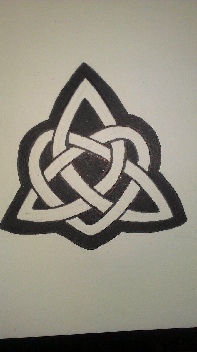 triskele celtic knot sister churchy stuff pinterest. Black Bedroom Furniture Sets. Home Design Ideas