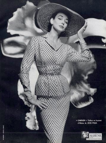 Dorian Leigh in a Carven suit, photo by Guy Arsac 1954