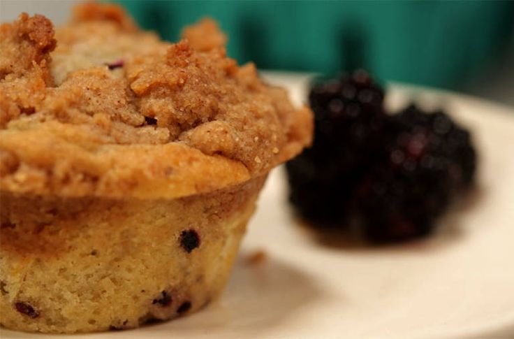 Muffins With Blackberries and a Buttery Crumb Topping - NYTimes.com