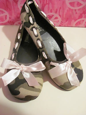 DEMONIA WOMENS CAMOUFLAGE BALLET STYLE SHOES SIZE 6 M BRAND NEW CUTE