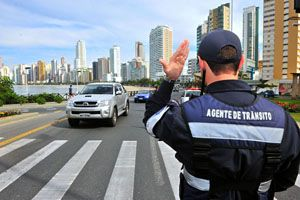 Agente de trânsito será indenizado por vídeo em que aparece aplicando multa - Migalhas Quentes