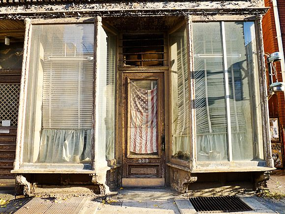 Barber Williamsburg : Old barber?s shop, Williamsburg @ urban75.com