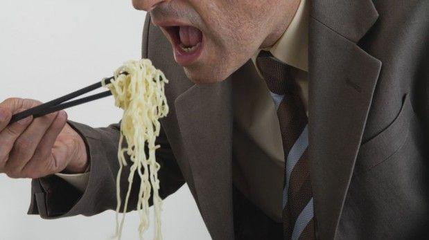 17 - ¿Cómo se regula el hambre - La leptina es una hormona secretada por las células grasas o adipocitos que informan del estado de las reservas energéticas.