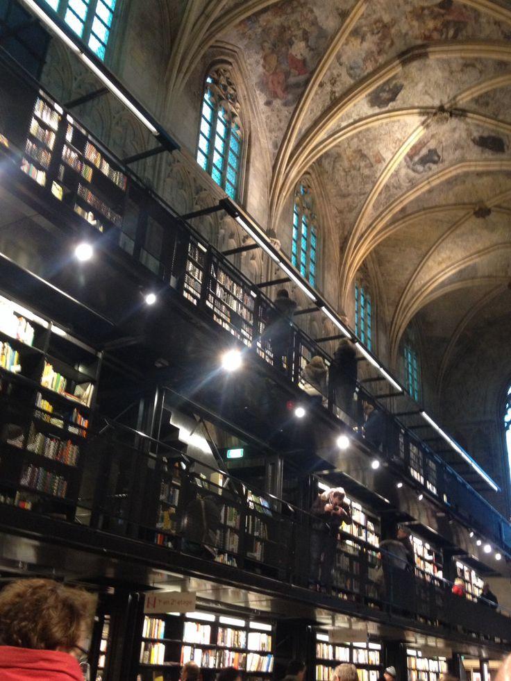 Boekhandel polare selexys in maastricht een prachtig voorbeeld van 39 dialoog 39 tussen bestaand - Amenager een stuk in de lengte ...