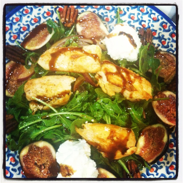 Arugula salad w fresh figs, goat cheese, red onions, toasted pecans ...