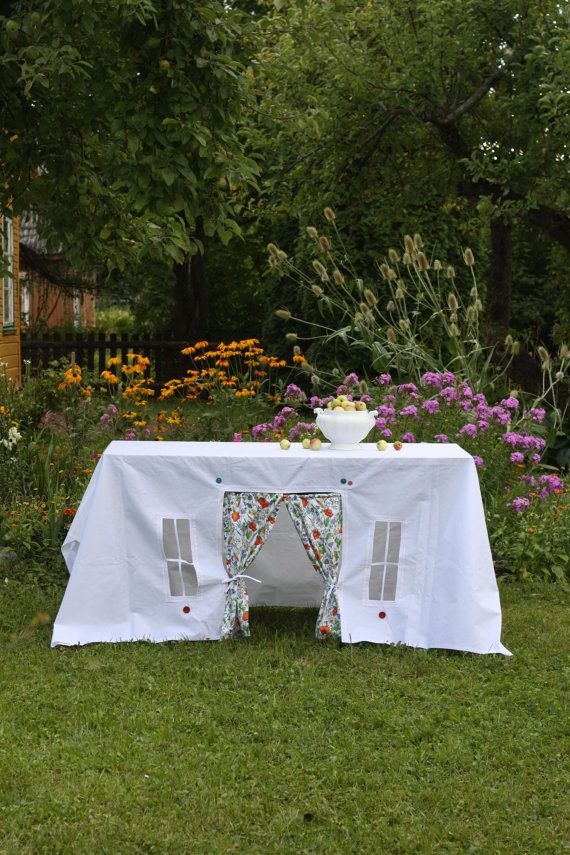 Turn a table into a play tent with this clever tablecloth.
