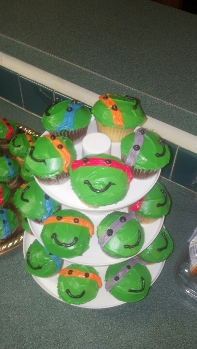 Ninja turtle cupcakes... so easy to make these and w/o fondant!