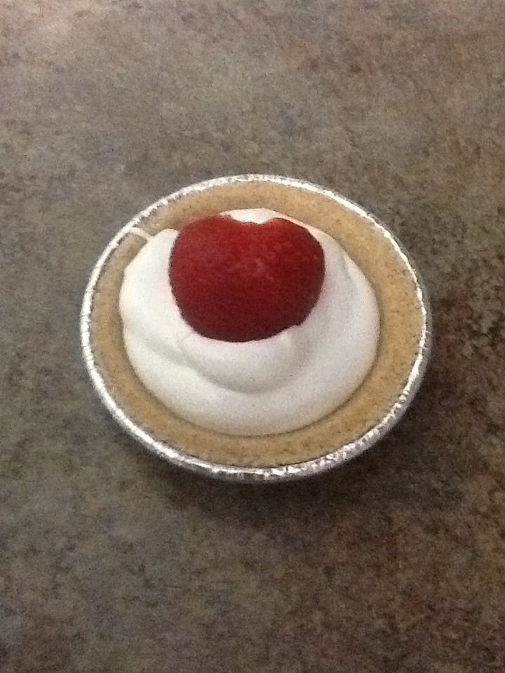 Strawberry lemonade icebox pie. | appetizers & desserts | Pinterest