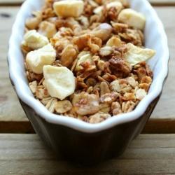 Apple Crisp Granola--You can eat dessert for breakfast!