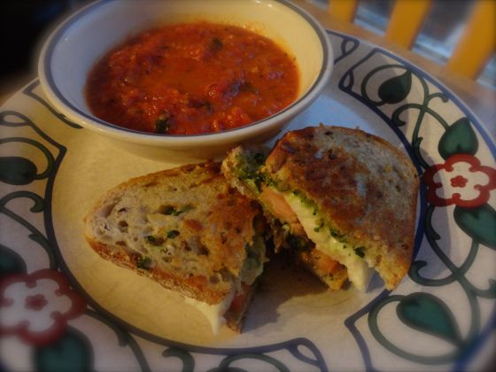 Another tomato soup to try ... And the grilled cheese looks pretty ...