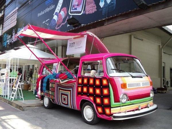 pink knitting-bus in Bangkok!