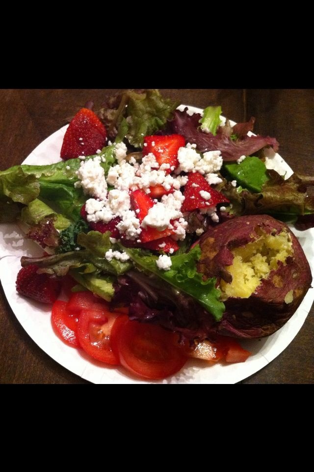 Field Green Salad with strawberries and goat cheese, baked Georgia Red ...