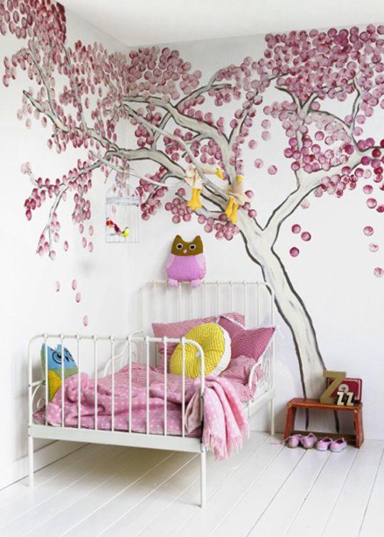 różowy w pokoju