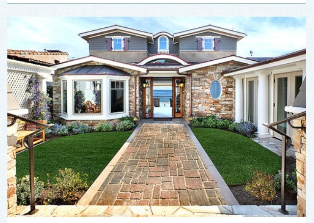 Front entrance courtyard house exterior pinterest for Homes with front courtyards