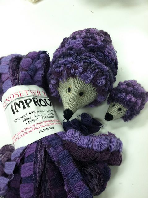 What a great idea for using ruffle yarns  knit a hedgehog! Ravelry: Jen4woolwork