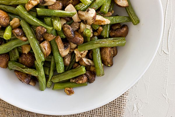 Side Dish: Roasted Green beans and mushrooms with walnuts. quick and ...