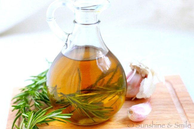 Rosemary and Garlic Infused Olive Oil | dressings,marinades and sauce ...