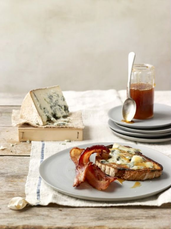 bleu cheese & bacon tartine with honey | Breakfast & Brunch | Pintere...