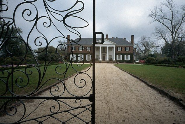 Inside the ghost stories of america 39 s six most haunted houses for Most haunted places in south carolina