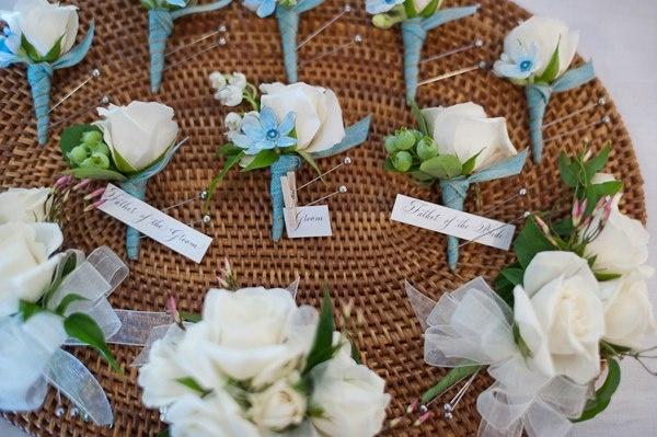 Capricho também nas lapelas, eles adoram mostrar que fazem parte do seleto grupo de padrinhos.    O orgulho em se destacar entre os convidados é inesquecível! www.facebook.com/blacktienoivas