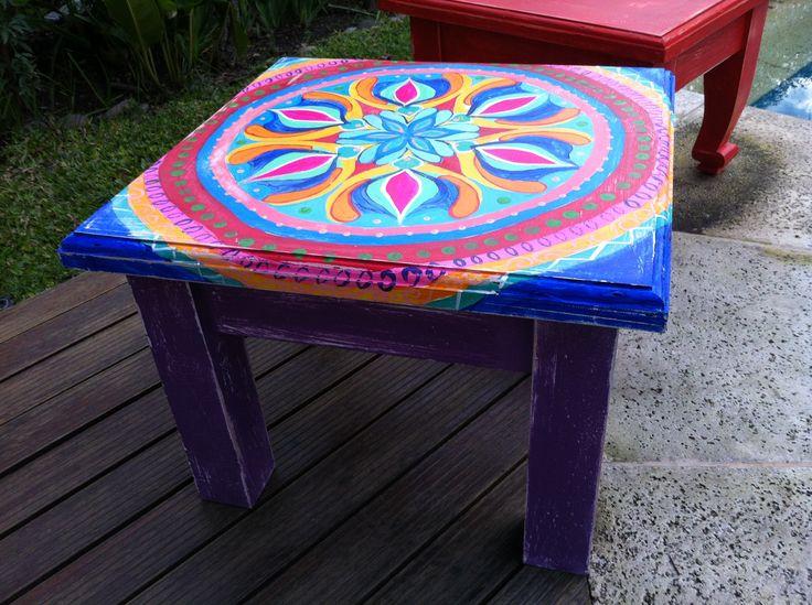 Mesa ratona pintada a mano muebles pintados pinterest - Baules pintados a mano ...