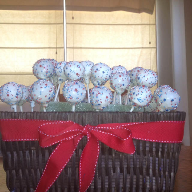 Red, white and blue cake pops! | Bri's Sweet Petites | Pinterest