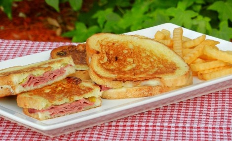 Grilled Cheese Roast Beef Sandwiches. I love Grilled Cheese!!