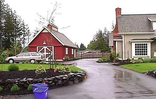 Garage looks like barn favorite places spaces pinterest for Garages that look like barns