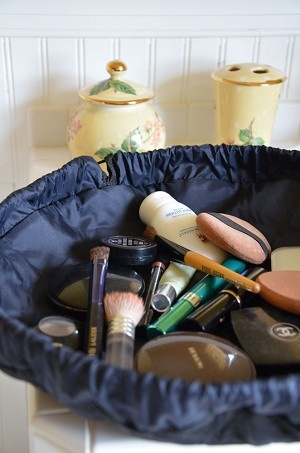 Lay-n-Go Cosmetic bag. Coolest thing ever. Gonna try to make one myself instead of spending so much.