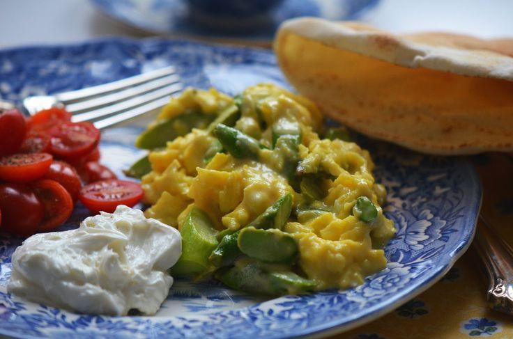 eggs with creamed zucchini asparagus and hollandaise creamy baked eggs ...