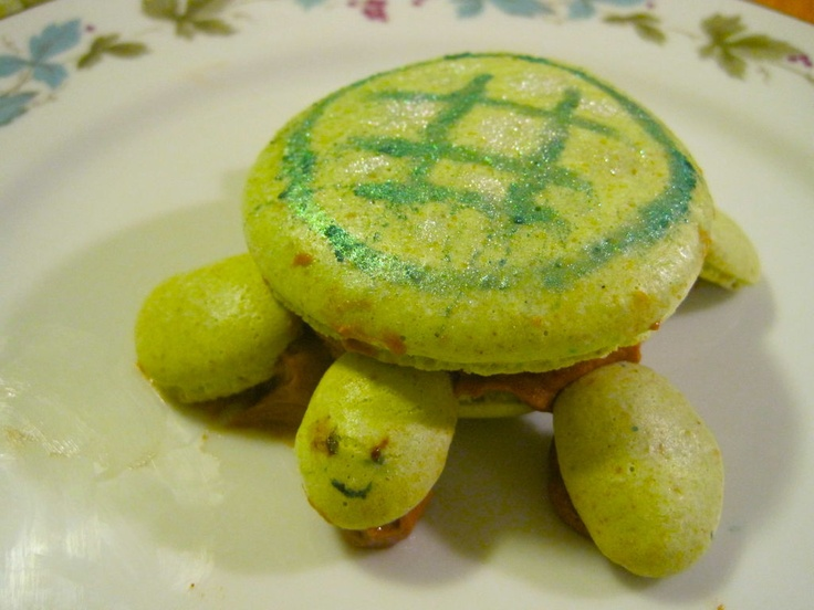 Pistachio Turtle Macaron   food  COOKIES{french macarons}   Pinterest