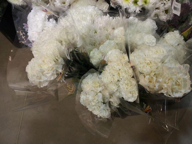 Grocery Store Wedding Flowers Also Grocery Store Also I 39 M Terrible And Don 39 T Know What They Are
