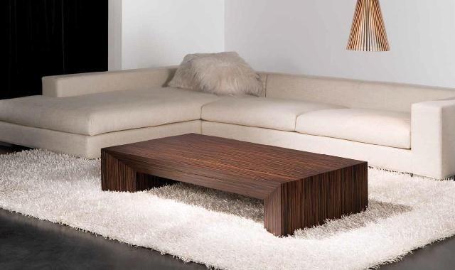 Mesa de centro baja de madera oscura mesas de centro for Centros de mesa de madera