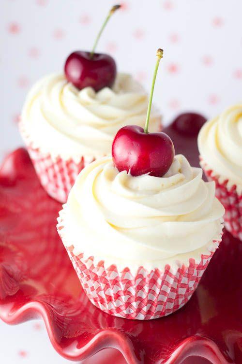 <3 Cupcakes de cerezas al marrasquino!!