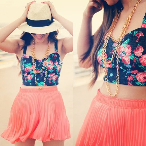 (: dressy beach clothes :) lobe this outfit minus that hideous hat!