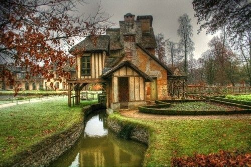 House With Moat Awesome Homes Pinterest