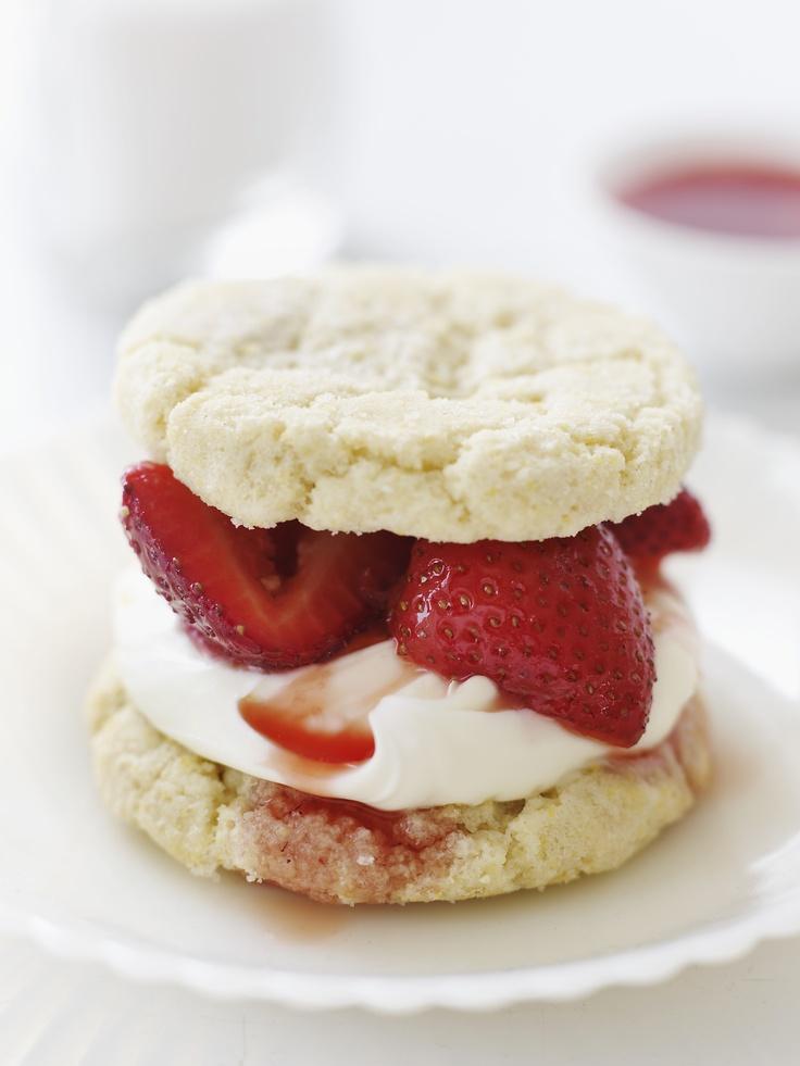 summer treat: strawberries, cream, and sugar cookies :)