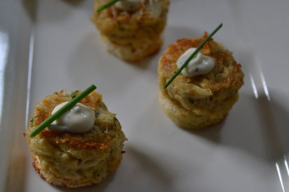 Maryland Crab Cakes with Lemon Aioli | Crowd Pleasing Starters | Pint ...