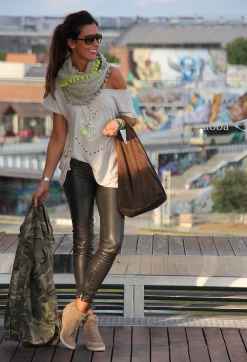 leather skinnies, off-the-shoulder tee, scarf with neon details, sneakers