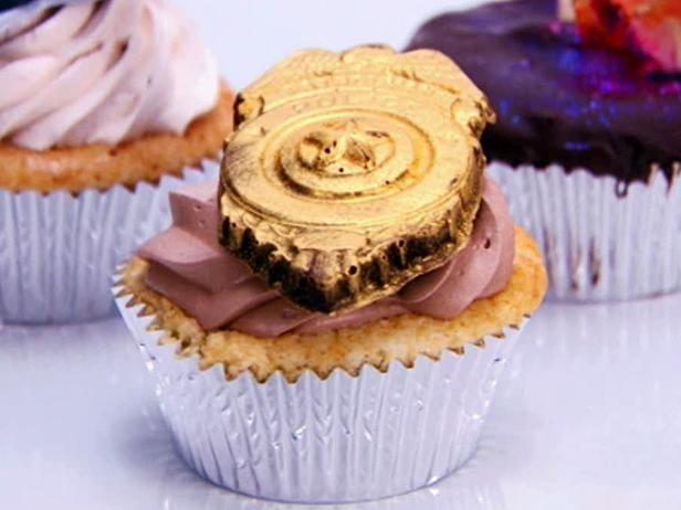 Boston Cream Pie Cupcakes with Vanilla Bean Pastry Cream fillingand ...