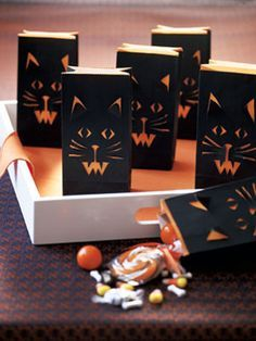 Halloween Craft How-to: Cat-Face Treat Bags